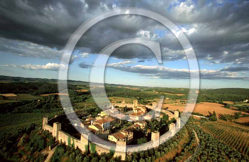 2001 - Aerial view of Monteriggioni medieval village, Chanti land, 30 miles south the province of Florence.
