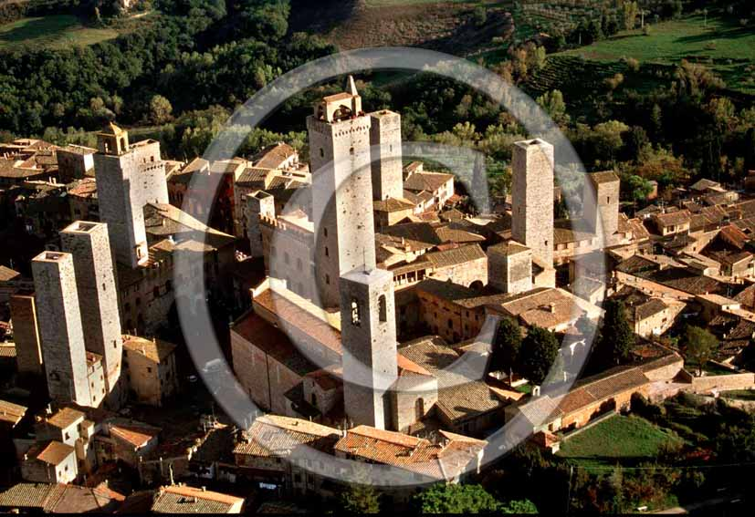 2001 - Aerial view of the towers of S.Gimignano medieval village, Chianti land, 25 miles south the province of Florence.