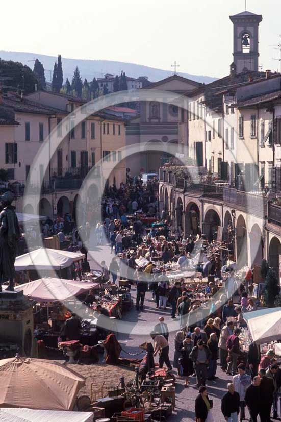 1989 - View of the main square of Greve in Chianti village, Chianti land, 20 miles south the province of Florence.