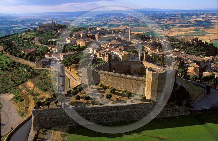 1998 - Aerial view of the Castel of Montalcino medieval village, Orcia valley, 21 miles south the province of Siena.