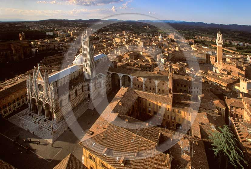 2001 - Aerial view of the Siena nedieval town, with Cathedral and the main tower