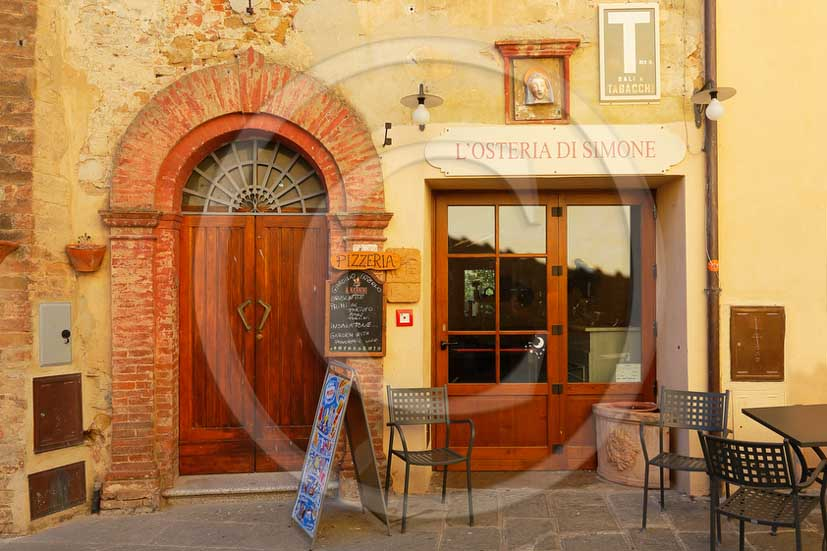 2013 - Traditional tuscan doors and turistic panels.