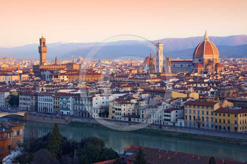 2009 - View of Florence town on early morning with the Arno river, the tower of the