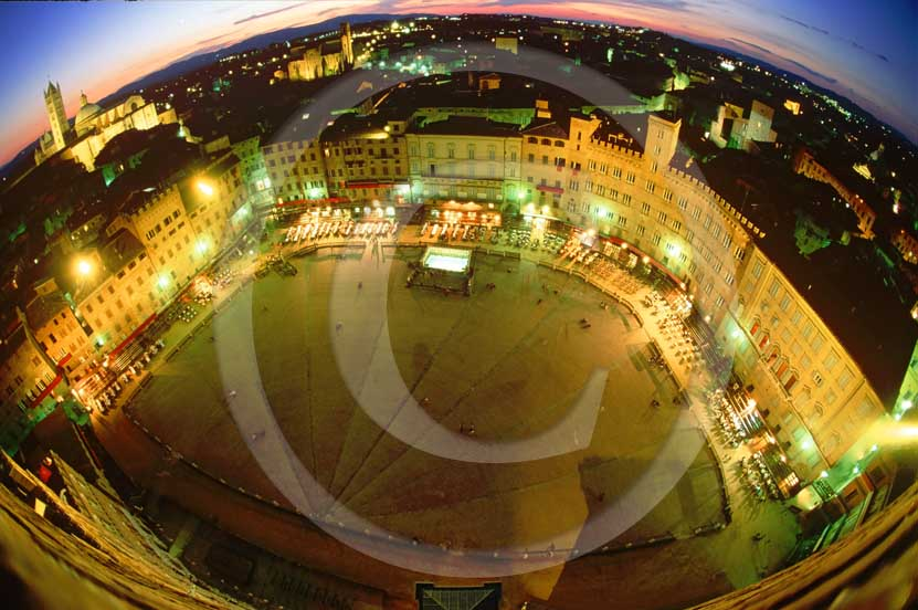 2004 - Night high view of the Siena's main square