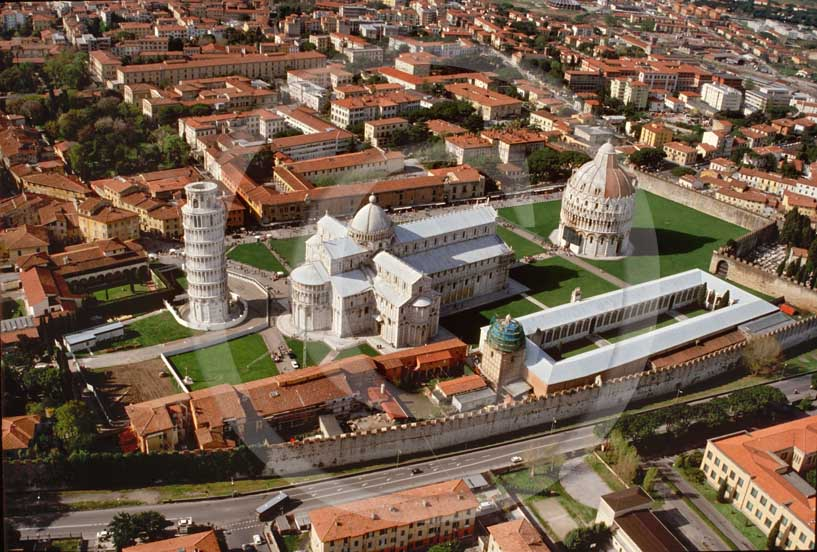 1994 - Aerial view of the Pisa's main square