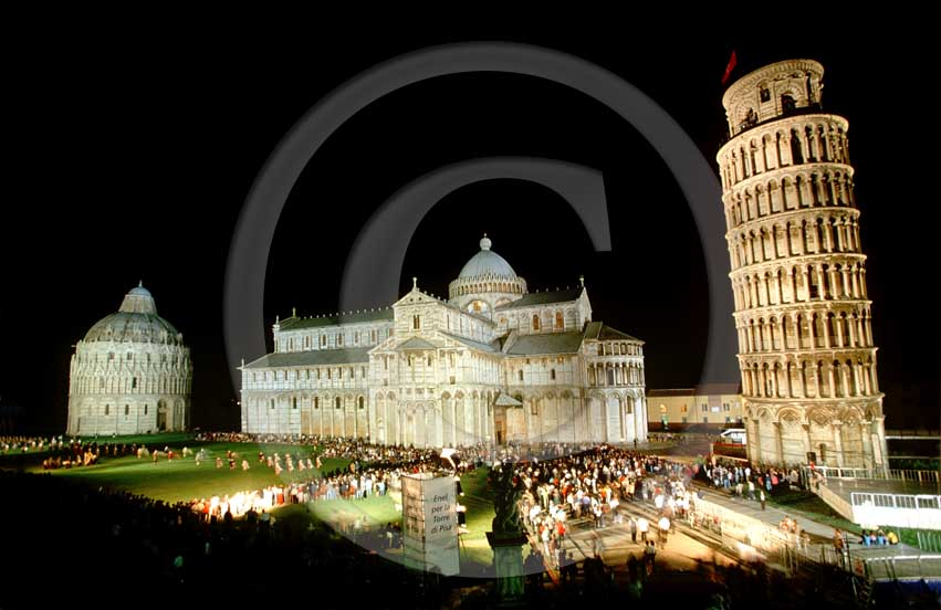 2003 - Night view of the Pisa's main square
