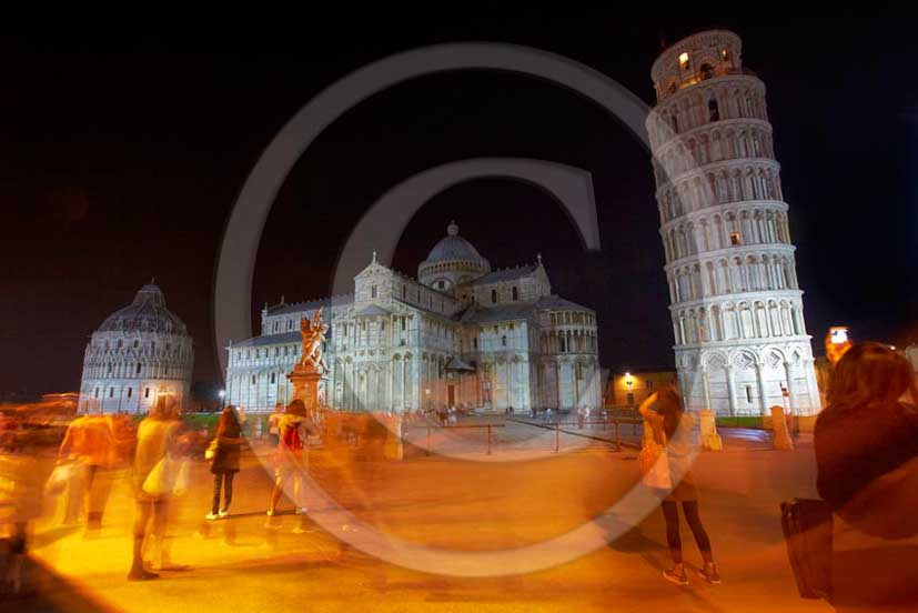 2011 - Night view of the Pisa's main square