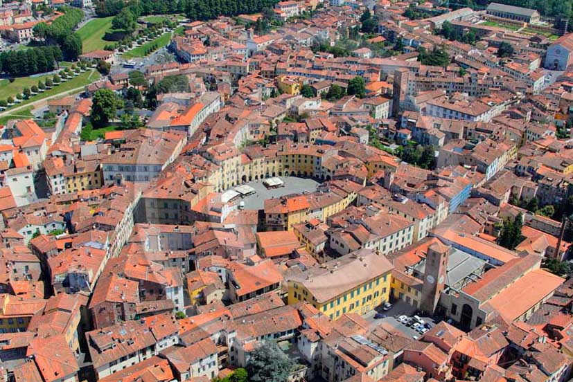 2011 - Aerial view of the town of Lucca.