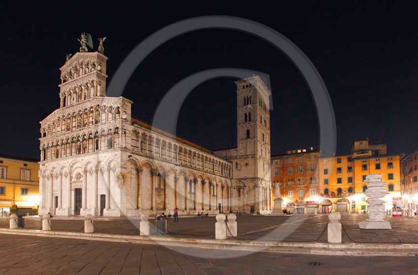 2011 - Night view of the Cathedral of the medieval town of Lucca.