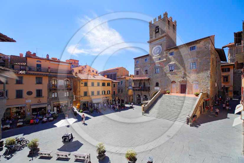 2011 - View of the main square and the Council of Cortona village in Valdichiana valley.