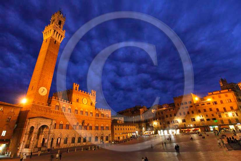 2011 - Night view of the main square Il Campo of Siena town with the palace of the Council and the tower.