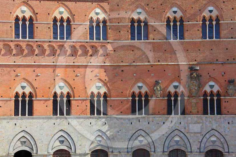 2011 - View of medieval window of the palace of the Siena's Council.